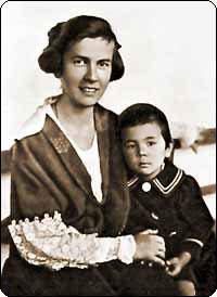 Анна родила сына Сюнтаро.