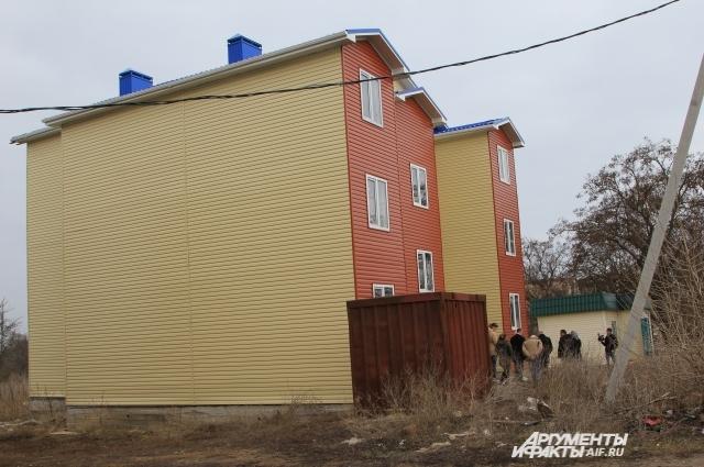 В Цимлянске построили два трёхэтажных дома для детей-сирот, один из них остался незаселённым.