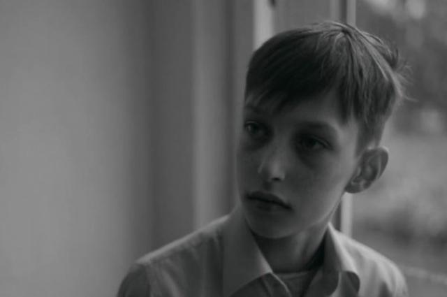 Кадр из фильма с сыном Александра Карташова Захаром.