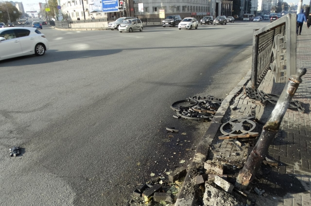 В сводке ГИБДД о серьёзных ДТП в городе авария на площади Революции не отмечена.