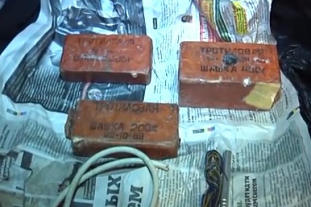 Силовики изъяли у подозреваемых боеприпасы и взрывчатые вещества.