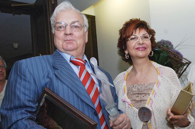 Михаил Державин с супругой - певицей Роксаной Бабаян.