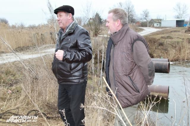 Мост через реку Тузлов селяне построили своими силами ещё в советские времена.