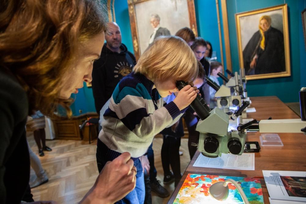 Микроскоп открывает детям новые миры, невидимые просто на глаз.
