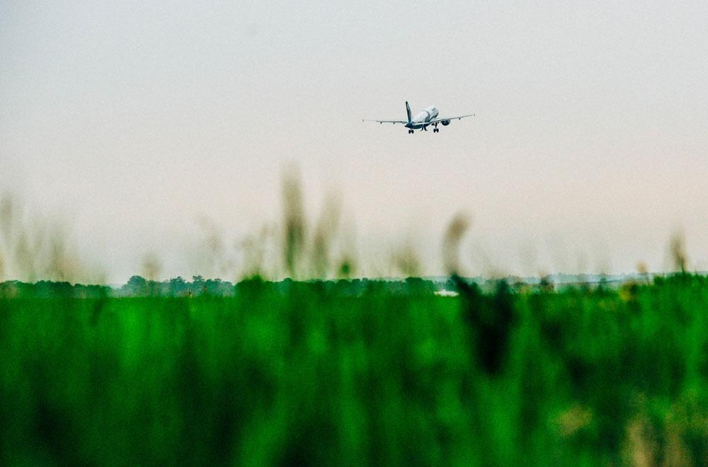 Сел в самолёт, и полетел учиться в дальние края.