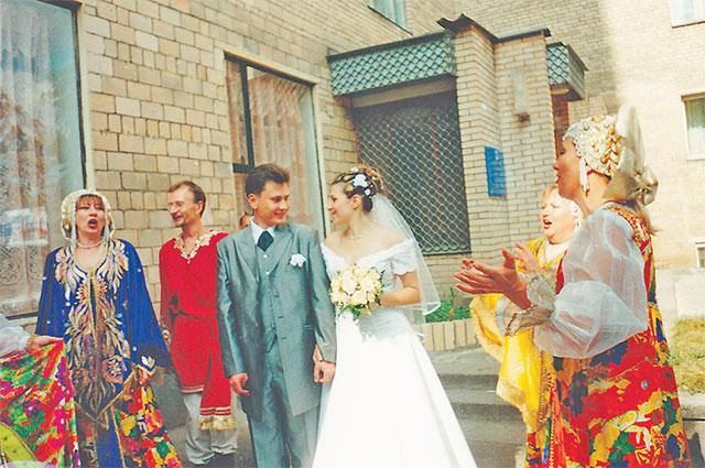 «Моя доченька выходила замуж вГагаринском ЗАГСе– наЛенинском,44»,– говорит Ирина Шведова.