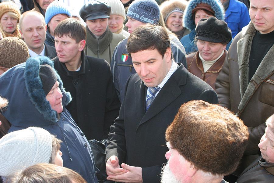 Михаил Юревич после отставки уехал за границу и больше не возвращался.
