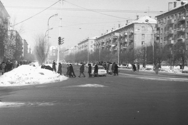 Перекресток улиц Малышева и Гагарина в 80-е гг.