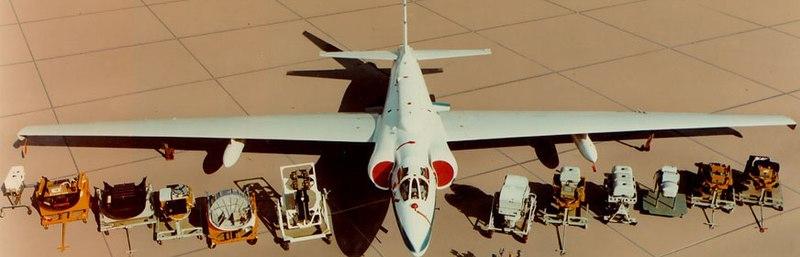 U-2 с различными вариантами разведывательного оборудования.