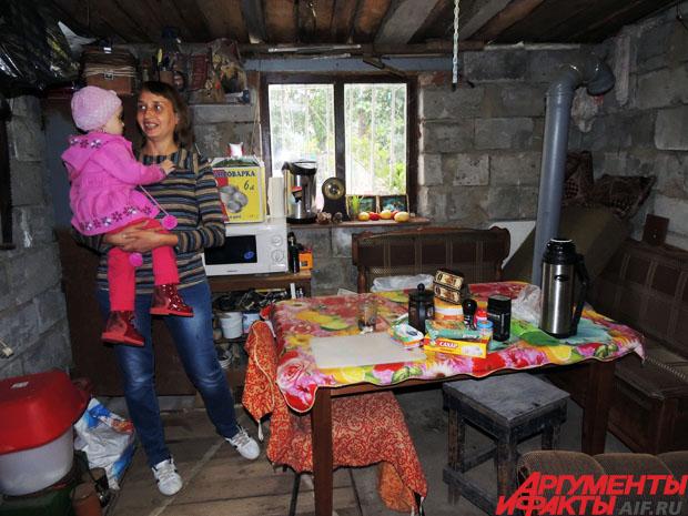Весну и лето семья прожила в гараже