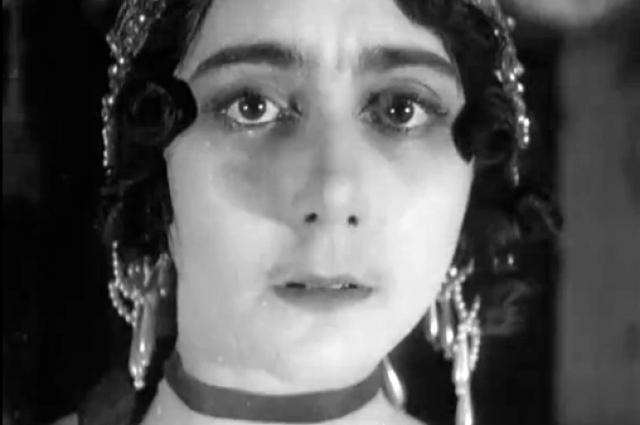 Каралли стала одной из первых русских кинозвёзд, выпустив в 1915 году восемь картин.