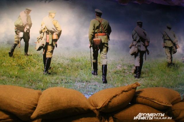 Юные посетители могут поддержать русских солдат огнем из настоящей винтовки Мосина...