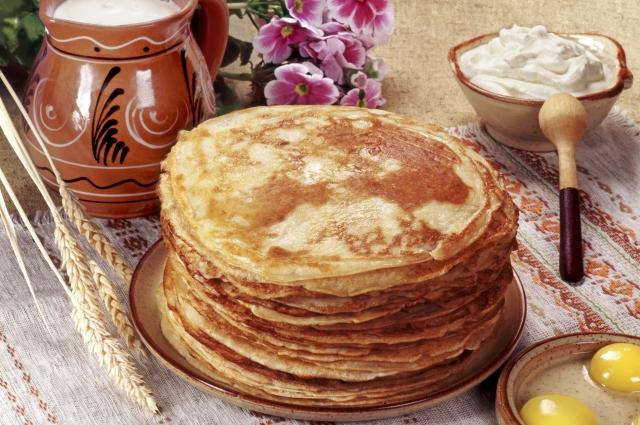 Кулинары разработали множество рецептов приготовления главного масленичного блюда.