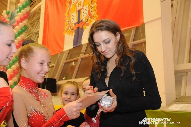 Для омских гимнасток Евгения Канаева - настоящий кумир.