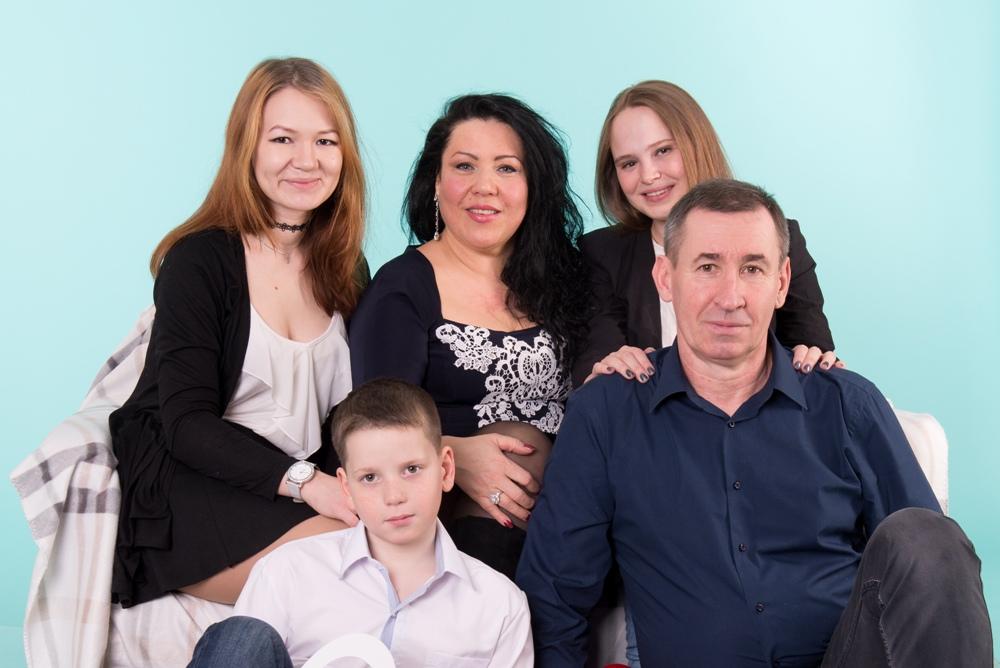 Специалисты отдела опеки Снежинска сами попросили Пыжьяновых  взять в семью второго приёмного ребёнка, у которого тяжело болела  родная мама.