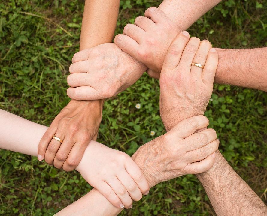 Праздник объединяет людей.