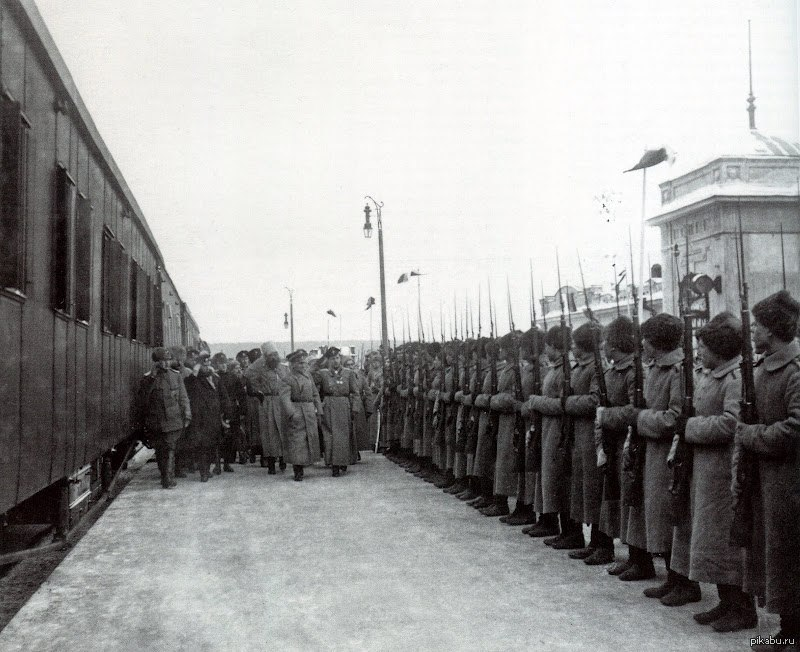 Александр Колчак в Екатеринбурге на железнодорожном вокзале.