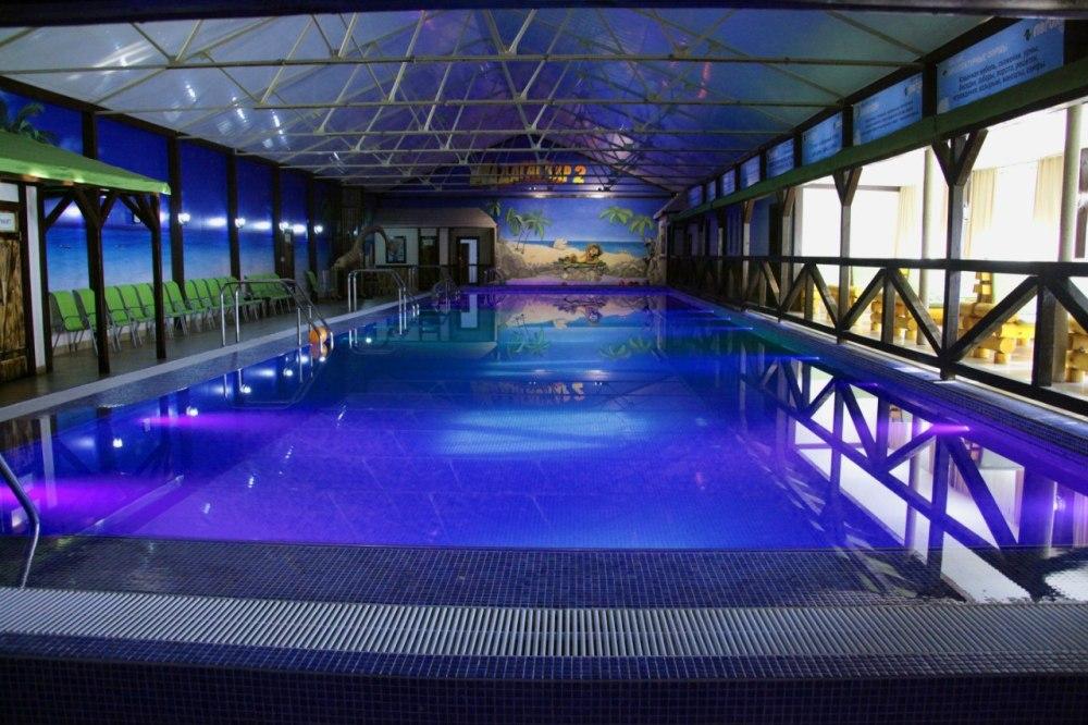 Крытый тёплый бассейн позволит насладиться отдыхом на воде даже зимой.
