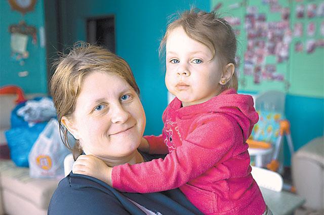 Наташа Божья Коровка, выпускница детдо- ма, не хочет своей дочери такой же судьбы.