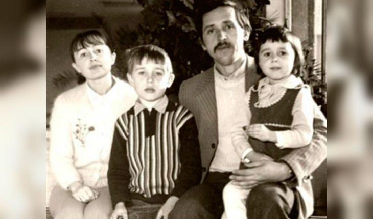 Анастасия Заворотнюк в детстве с семьей