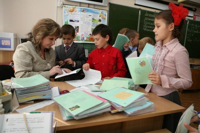 В четыре года у ребенка 50% мыслительных операций сформировано. К восьми годам -  80 %.