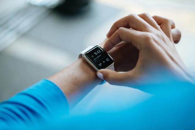 Стоимость smart-часов с широким функционалом доходит до стоимости смартфона средней ценовой категории.