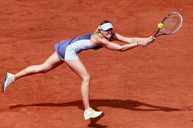 Мария Шарапова в финальном матче Открытого чемпионата Франции по теннису среди женщин против американской теннисистки Серены Уильямс