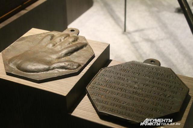 """Петр Первый в буквальном смысле """"приложил руку"""" к формированию экспозиции музея."""