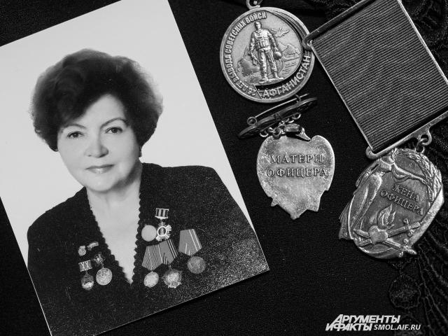 Жена офицера и мать офицера - обоих своих любимых мужчин Виктория Семеновна потеряла одного за другим.