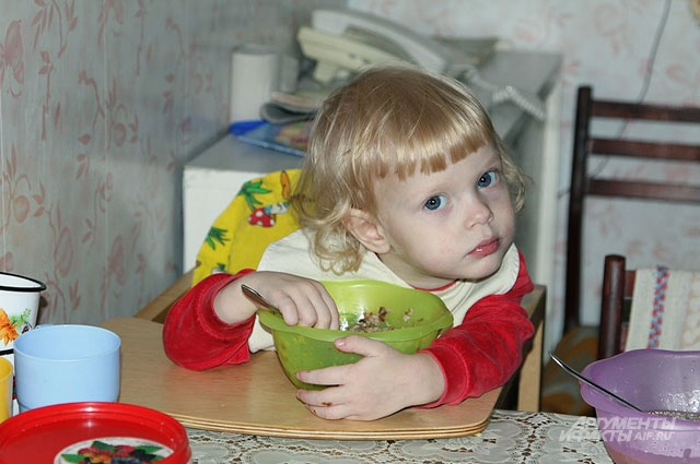 Все дети перед едой читают молитву