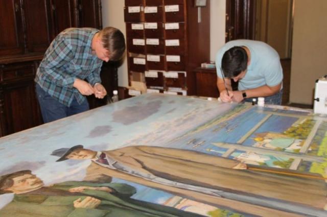 Картина Константина Юона в руках реставраторов впервые за 60 лет.