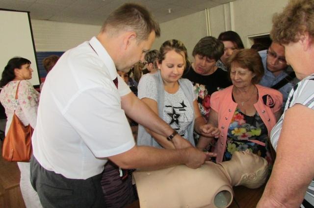 На практической части были продемонстрированы приемы  седечно-легочной реанимации у детей, взрослых,  особенности ее выполнения у беременных женщин.