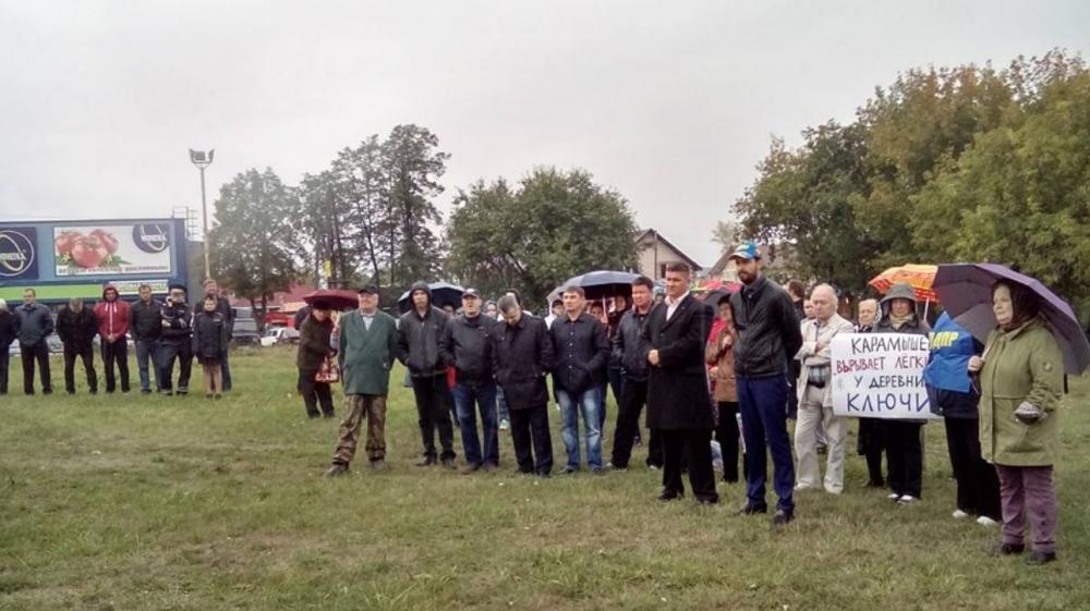 Несмотря на непогоду, митингующие почти два часа перечисляли грехи главы Сысертского городского округа.