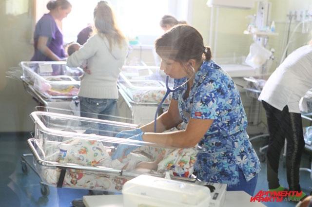 Регистрация рождения ребенка идёт именно в ЗАГСе, а в роддоме лишь дают «предварительное» имя.