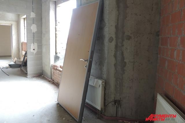 В ЖК «Ленинский парк» часть квартир до сих пор без окон и дверей.