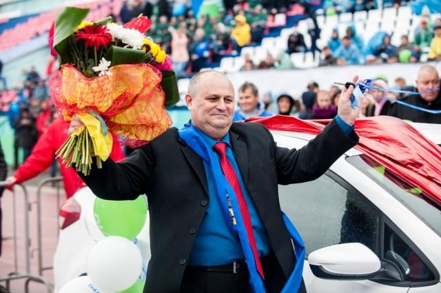 Лучший горняк 2018 года Владимир Тиханин и его новенький Kia Cerato.