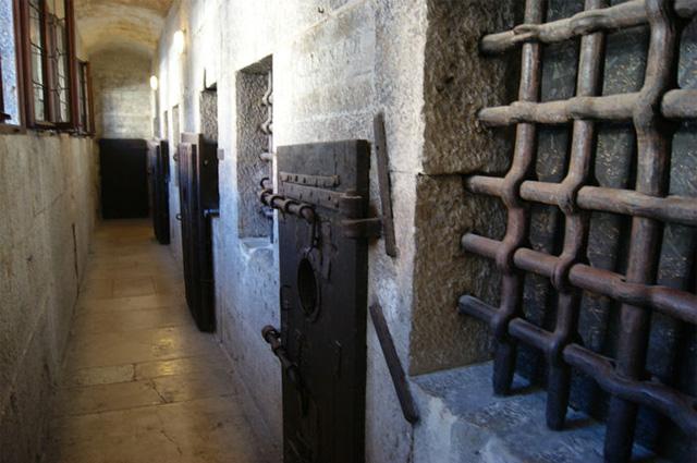 Тюрьма Пьомби, находящаяся под крышей Дворца дожей в Венеции. Одна из двух Старых Тюрем