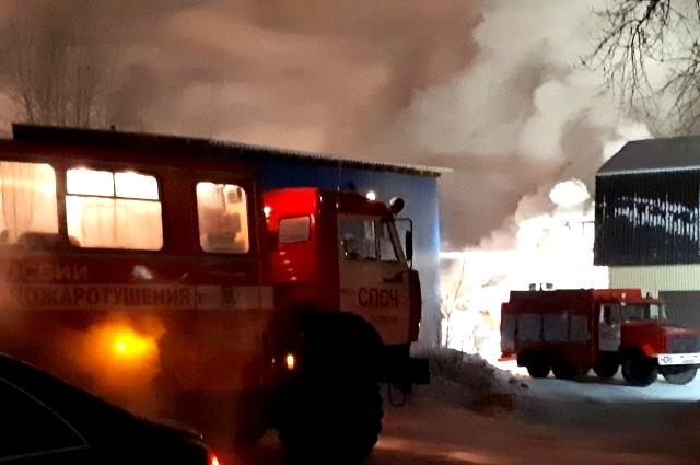 Пожар в СТО на улице Одесской, Тюмень.
