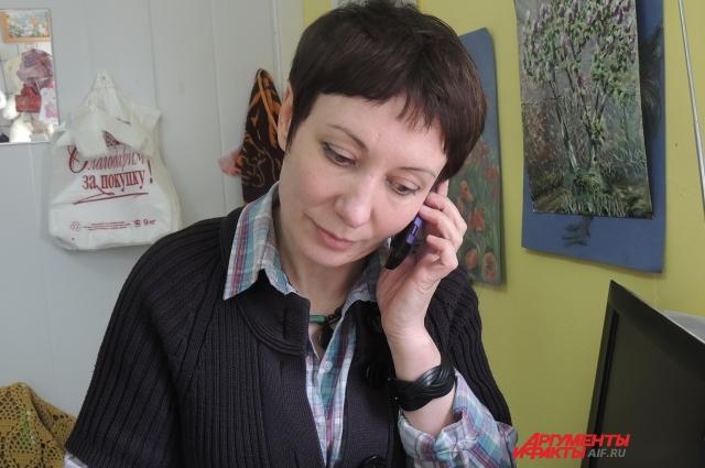 Виктория принимает первый заказ по телефону