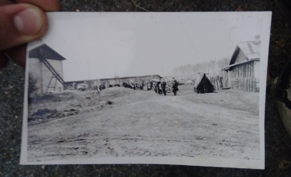 На фото можно разглядеть, как выглядел дом изначально.