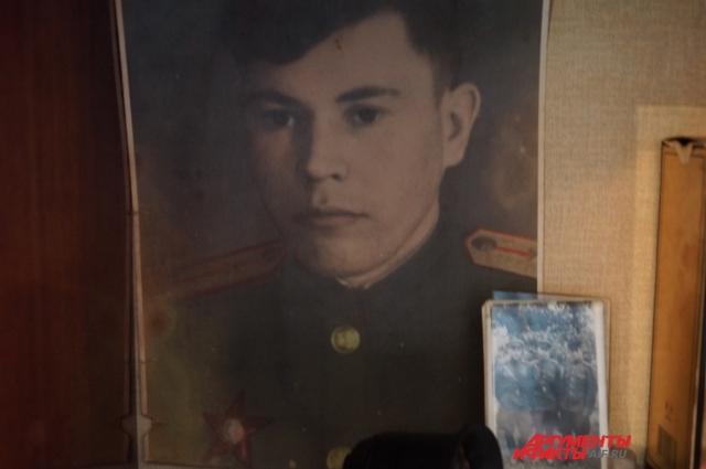 На фотографии солдату Сергею Андреевичу восемнадцать лет