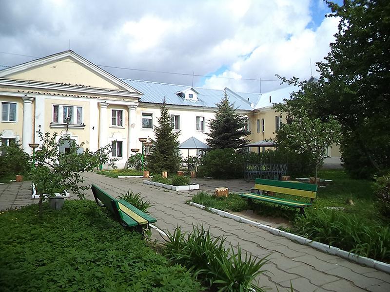 Двор Вяземского дома престарелых.