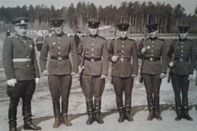 Филимон Черзаров с товарищами по службе.