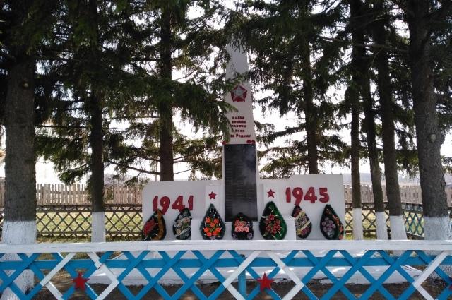 Обелиск в селе Карбыза Муромцевского района Омской области.