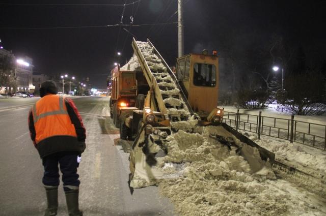 В ночь рейда в центре города мы увидели много снегоуборочной техники.  В ночь рейда в центре города мы увидели много снегоуборочной техники