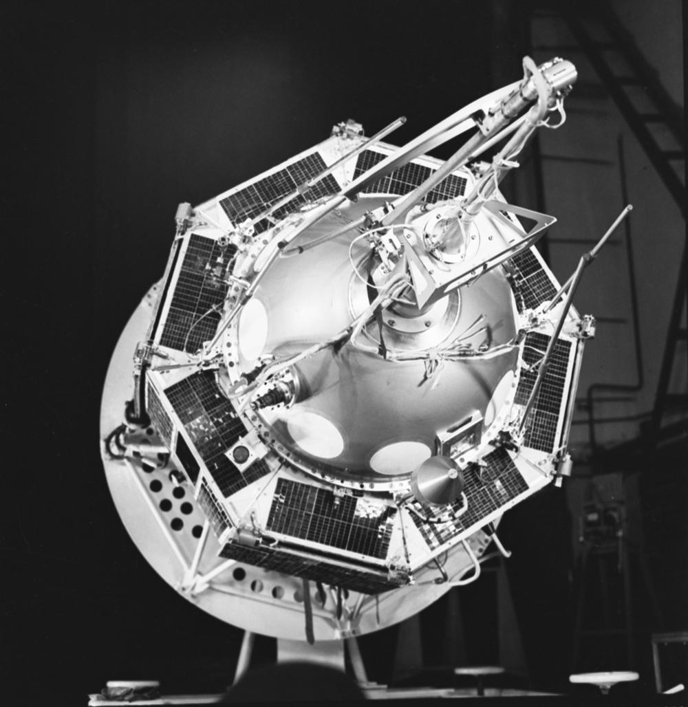 Космодром Капустин Яр. «Интеркосмос-3»— советский научно-исследовательский спутник серии космических аппаратов «Интеркосмос» . Общий вид спутника.