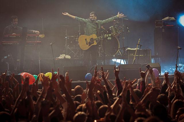 Апофеозом концертной деятельности стало выступление «сплинов» на одной сцене с группой «Роллинг Стоунз».