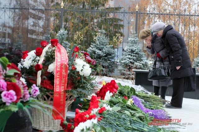годовщина трагедии, авария Боинга, Казань, траурные мероприятия, стела в честь погибших в ходе крушения Боинга в Казани