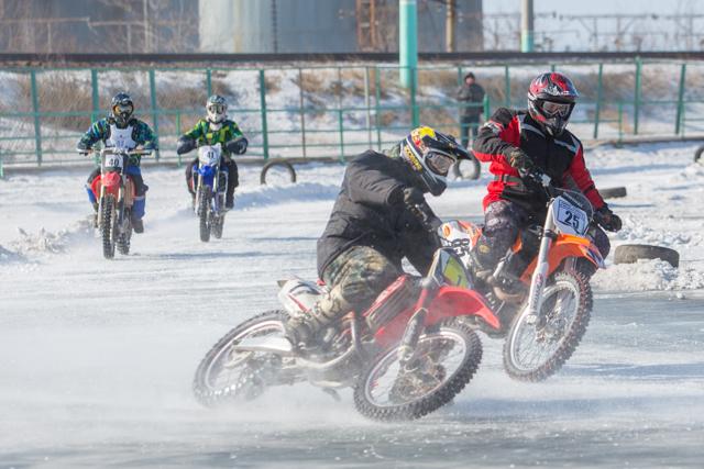 мотокросс на льду