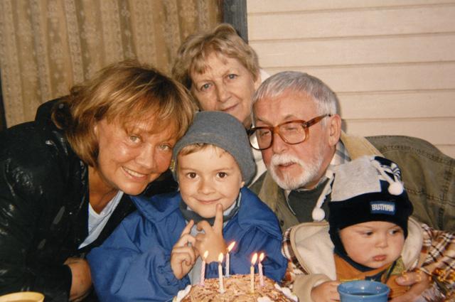 Cо вторым мужем, кинооператором Валерием Шуваловым, и их общими внуками Даней и Матвеем